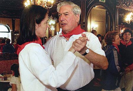 Mario-Vargas-Llosa-en-el-Baile-de-la-Alpargata